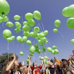 viele grüne Luftballons